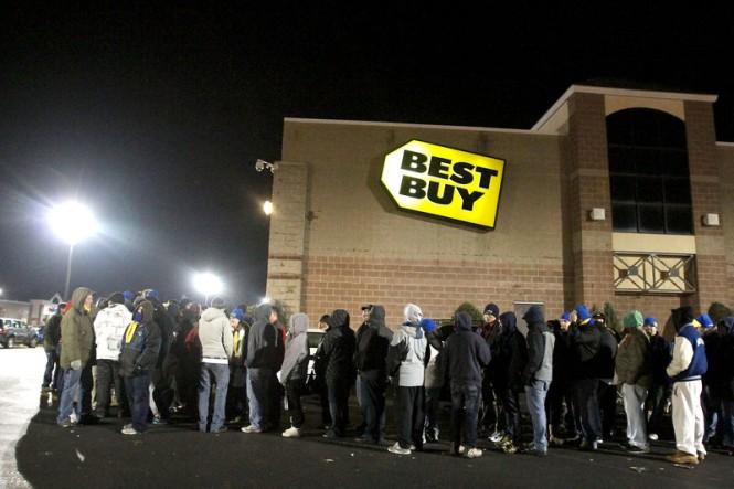Best_Buy_Waiting_Line_3